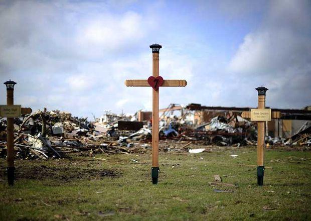 Oklahoma busca y llora a sus muertos tras devastador tornado